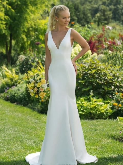 plain crepe fitted Justin Alexander, sweetheart wedding dress with v neck and v back detail under $1200